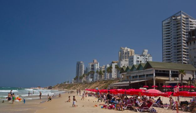The attractiveness of Bat Yam beach strip